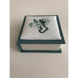 Kerstbal met ruitjes damast en kant Ø 12 cm €7,95