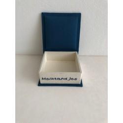 Kerstbal met glanzende voeringstof en kanten fantasie patronen Ø 12 cm €7,95
