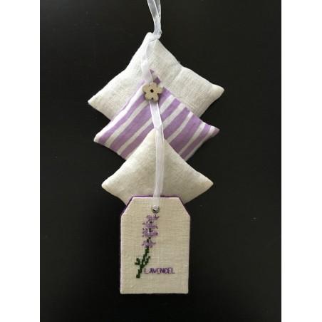 Kerstcadeauzak wit met rood boerenbont ruitje en rendier €4,95