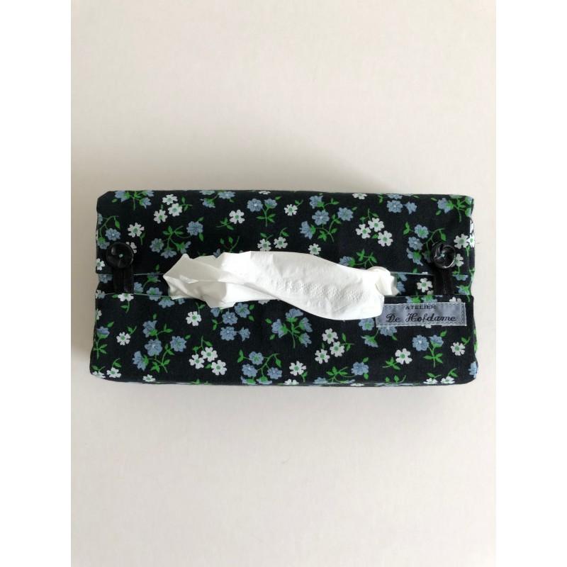 Lavendelkussen van witte broderie en groene chintzstof