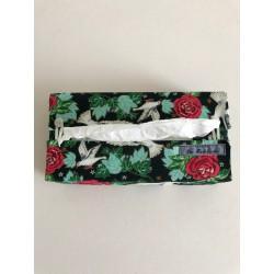 Lavendelkussen van wit boerenlinnen en witte broderie €9,25