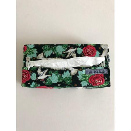 Lavendelkussen van wit boerenlinnen en witte broderie