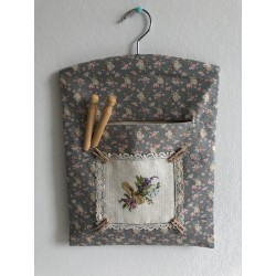 Kerst / menukaart met handgeborduurd peperkoek mannetje €5,95