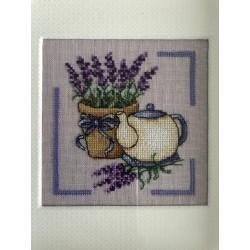 Kerst / menukaart met handgeborduurd peperkoek vrouwtje €5,95