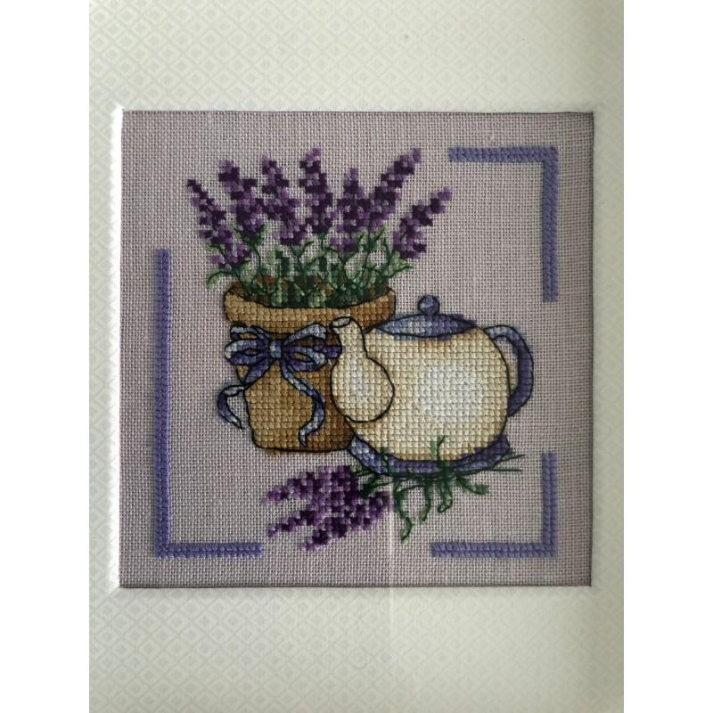 Kerst / menukaart met handgeborduurd peperkoek vrouwtje