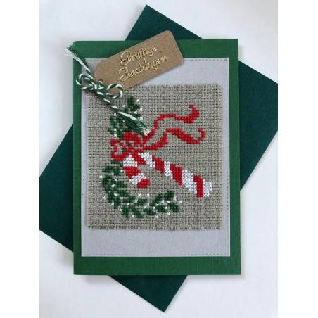 Kerstbal met handgeborduurd meisje en zuurstok Ø 10 cm
