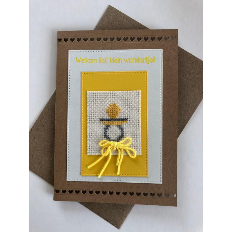 Kerstbal met handgeborduurd meisje en pop Ø 8 cm €6,95