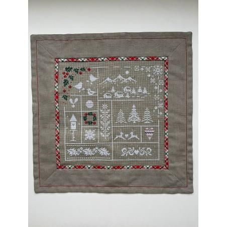 Eierwarmers met handgeborduurde haas