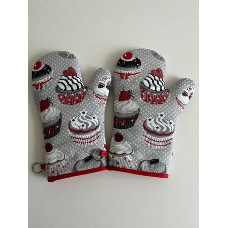 Tafelkleed met geborduurd servies