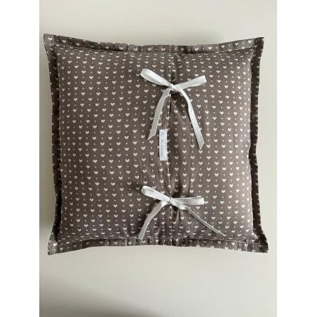 Tandendoosje met geborduurd engeltje in oud groen