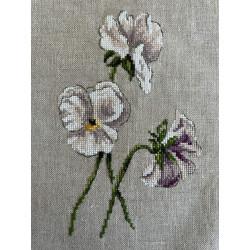 Handgeborduurd schilderijtje in roze kleuren